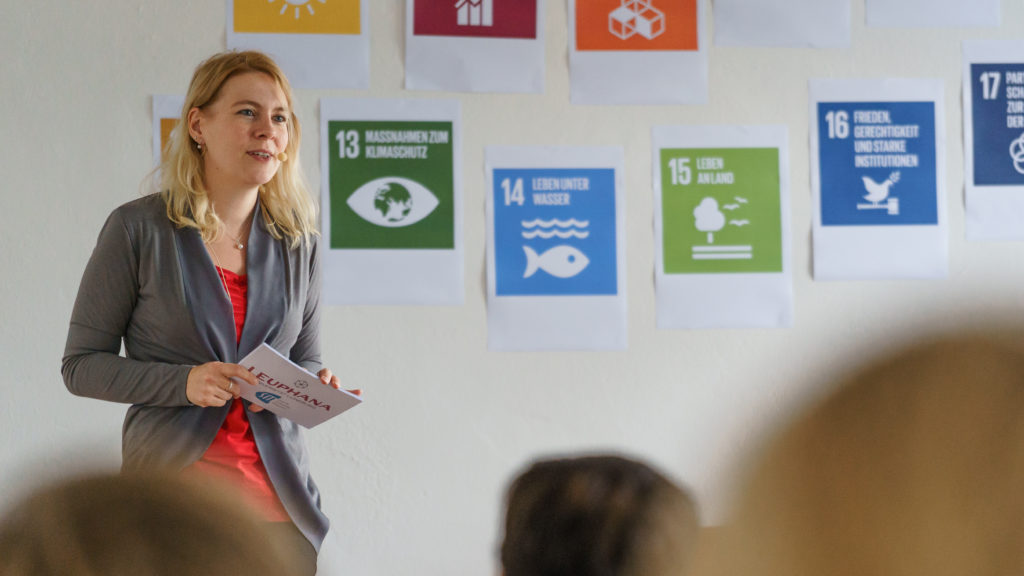 Was bedeuten die UN Nachhaltigkeitsziele (SDGs) für die Wirtschaft? Tina Teucher Speakerin Sprecherin Moderatorin 17 Ziele Konferenz Leuphana