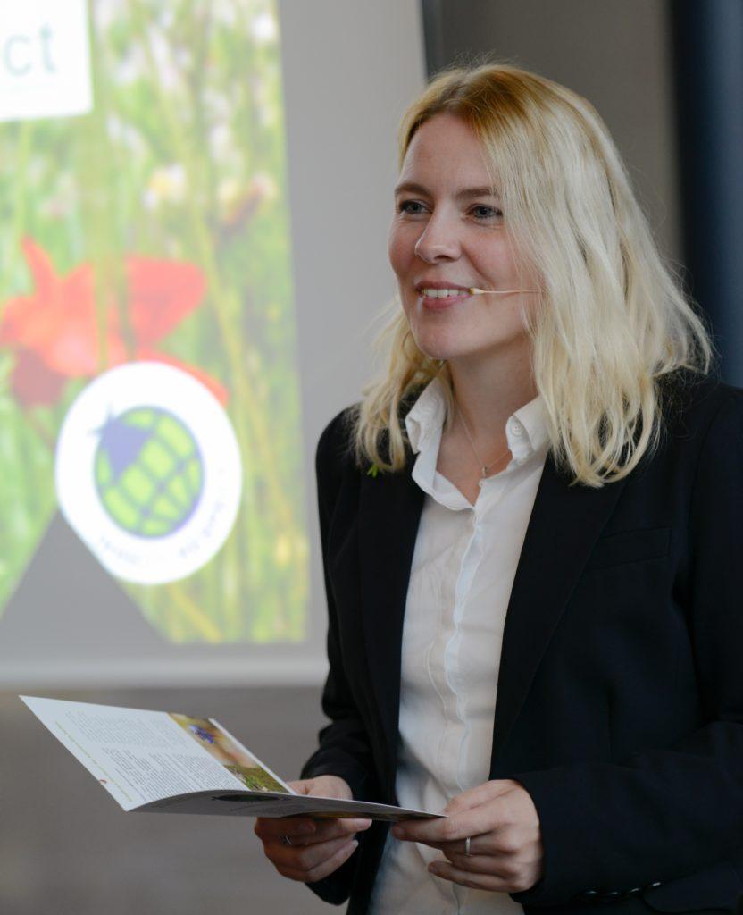Wirtschaftsgipfel Remstal Guetesiegel Insect Respect Tina Teucher Broschuere Insektenschutz