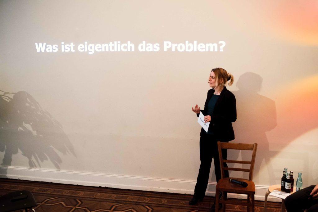 Moderatorin Frage Was ist eigentlich das Problem? Tina Teucher Eine Bewegung geht den Mehrweg Trink aus Glas fritz kola